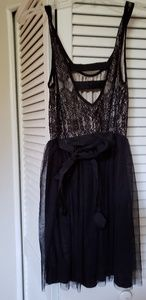 Black sleevless party dress,with bow on the back